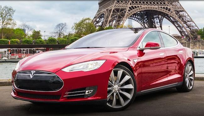 Une voiture électrique du constructeur Tesla.