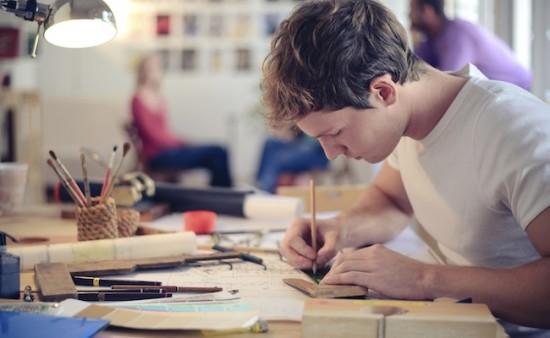 ecole-design-etudiant-dessin