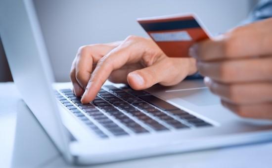 ordinateur-ecommerce-carte-paiement