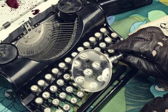 machine à écrire vintage et loupe